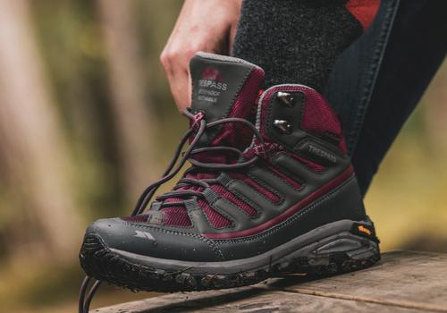 Buty trekkingowe damskie – jak wybrać?